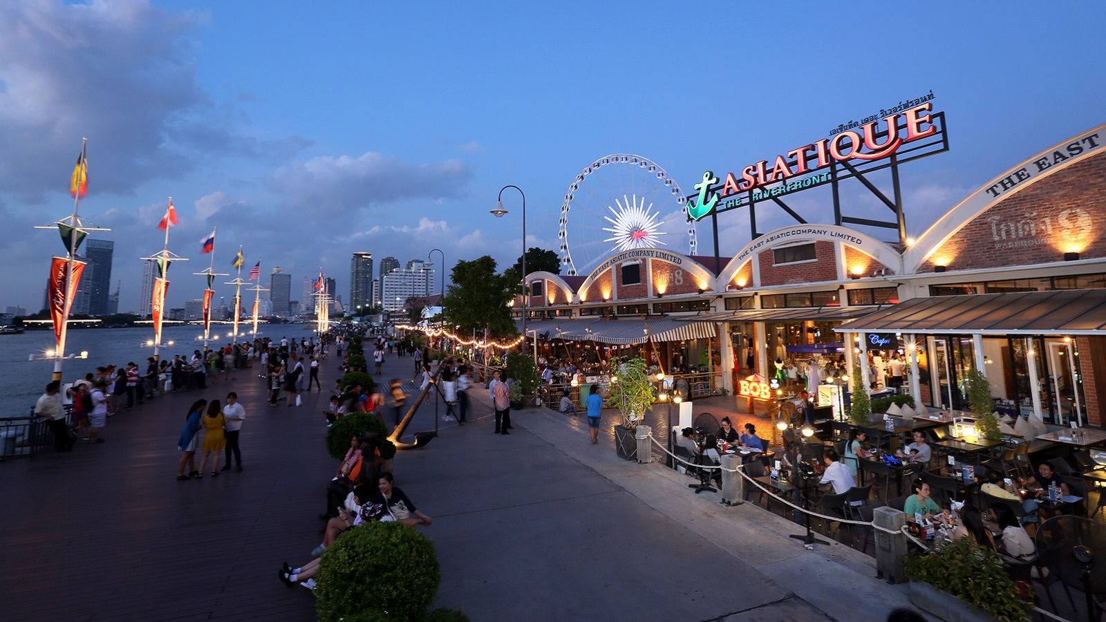 Asiatique The Riverfront - Royal Orchid Sheraton Hotel & Tower Bangkok